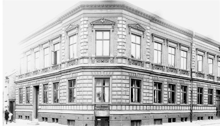 The hotel building 1920